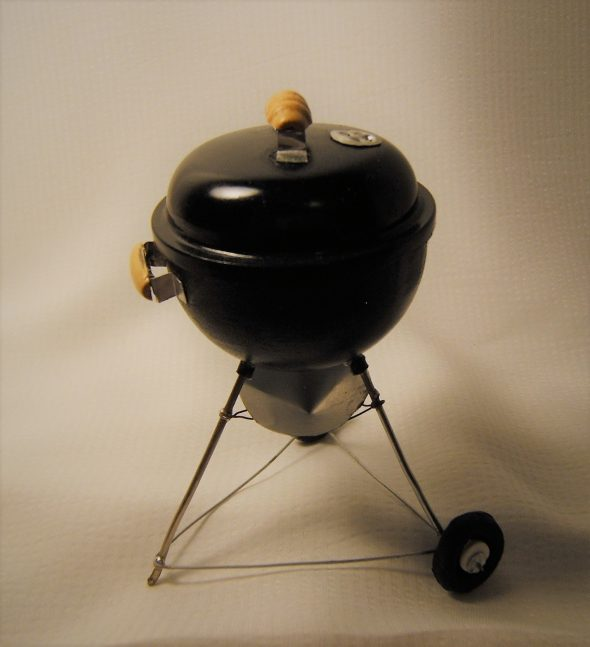 Miniature BBQ grill in 1/12 scale